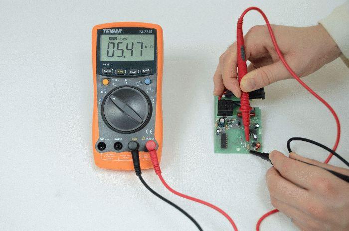 Подключение тестера к электрической цепи
