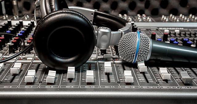 Морфологический разбор «звуки»